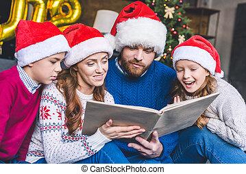 chapeaux, livre, santa, famille, lecture