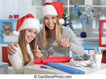 chapeaux, préparer, santa, soeurs, portrait, noël, heureux