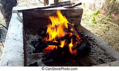 charbon de bois, flamme