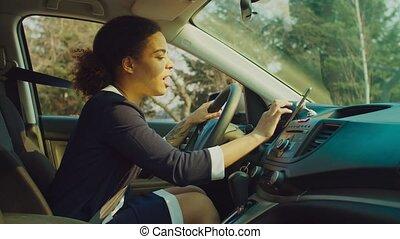 chauffeur, femme, gps, utilisation, smartphone, navigation, voiture