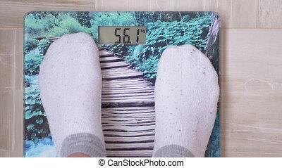 chaussettes, mesures, balances, girl, électronique, jambes, jeune, obtient, 4k, weight.