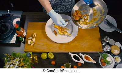 chef cuistot, plat, fini, décorations, crevette
