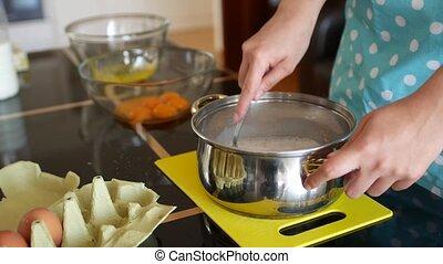chef cuistot, sec, verse, dissolve., femme, stirs, moule, fourchette, levure, lait