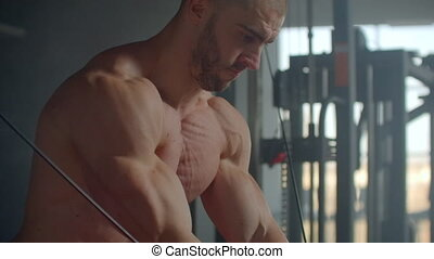 chest., gym., exercice, simulateur, hand-cutting, muscles, homme, jeune, crossover.