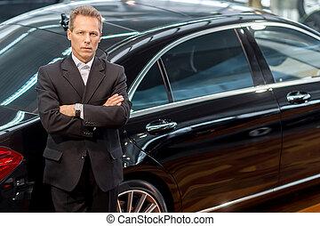 cheveux, amour, voiture, sommet, cars., gris, formalwear, regarder, confiant, appareil photo, luxe, penchant, vue, homme