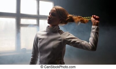 cheveux, elle, escrimeur, bas, secousses, dos, elle, femme, jeune, tête, lets
