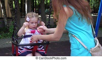 cheveux, petite fille, elle, redresse