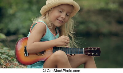 cheveux, peu, long, guitare, forêt, blonds, portrait, girl, rivière, jouer