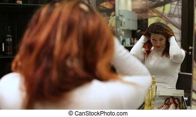 cheveux, regarder, femme, elle, miroir