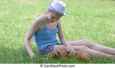 chien, enfant, séance, vert, chiot, elle, pelouse