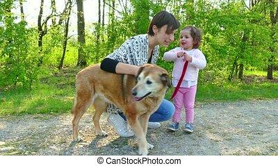 chouchou, enfant, chien, famille, mère