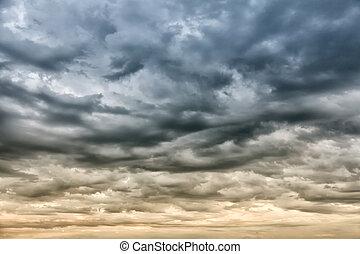 ciel dramatique, orage, avant