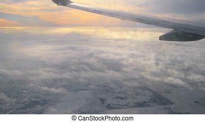 ciel, nuageux, fenêtre, partie, par, sale, coucher soleil, aile avion, vue