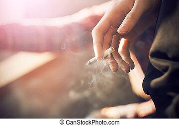 cigarette, tient, homme, fumer, main