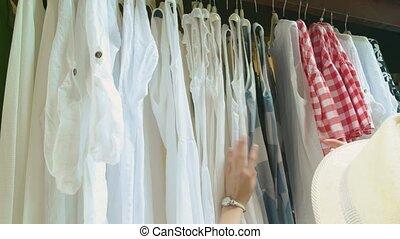cintres, femme, hands., vêtements