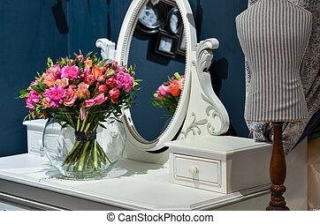 circulaire, verre, bouquet, clair, vase, roses, table, miroir.