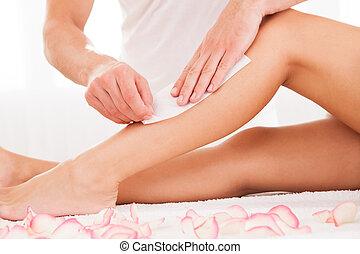 cirer, femme, esthéticien, jambe