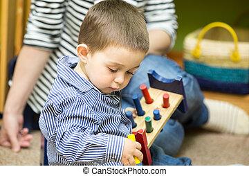 class., garçon, peu, montessori, jardin enfants, enfant joue, préscolaire