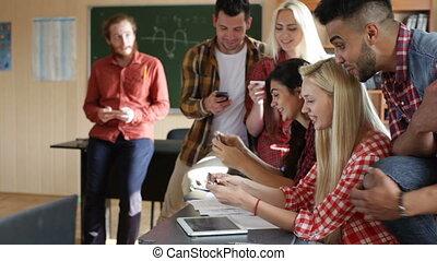 classe, jeu, séance, étudiants, téléphone, vidéo, bureau, jeux, intelligent