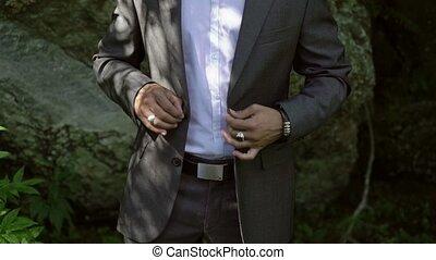 classique, jeune, poser, complet, caucasien, homme