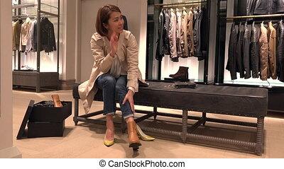client, achats, chaussures, asiatique, achat, nouveau, magasin, centre