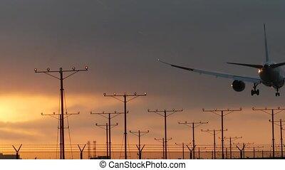 cloudscape., silhouette, atterrissage, transport, angeles, international, usa., avion, airfield., avion, voler, dramatique, los, ou, vol, californie, passager, aéroport, avion, coucher soleil, arrivée, cargaison