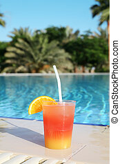 cocktail tropical, piscine