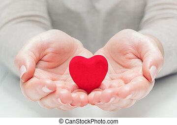 coeur, donner, femme, rouges, mains, petit, protéger, geste
