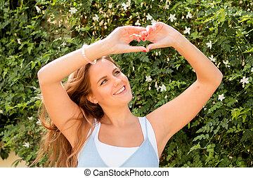 coeur, elle, ensoleillé, joli, mains, confection, girl, jour, heureux