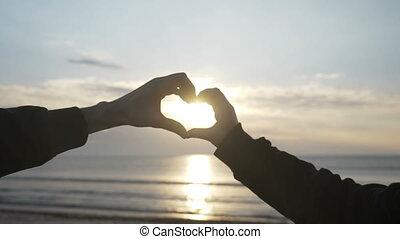 coeur, lent, alors, mains, romantiquement, haut, deux, mouvement, quoique, coucher soleil, forme, tenue, amant, fin, apprécier, confection