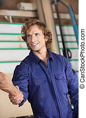 collègue, confiant, secousse, charpentier, mains