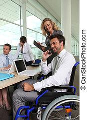 collègue, fauteuil roulant, equipe affaires