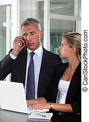 collègue, femme, fonctionnement, étroitement, patron