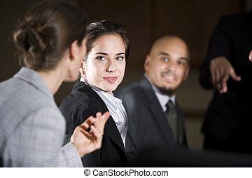 collègue, femme, réunion, écoute, bureau