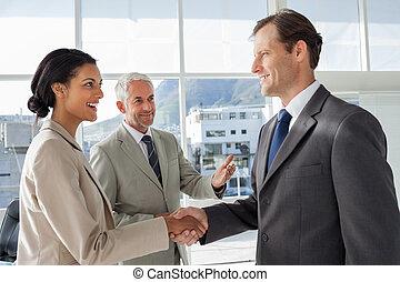 collègue, introduire, homme affaires