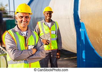 collègue, ouvrier, personne agee, pétrole, usine