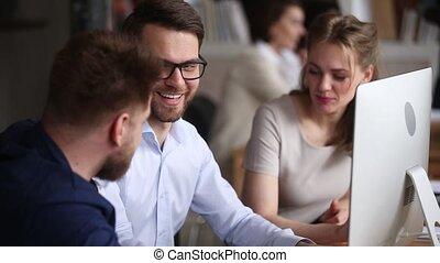 collègues, fonctionnement, trois, ensemble, projet, informatique, collaboration, discuter, heureux