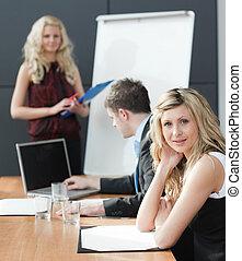 collaboration, présentation, femme affaires, réunion