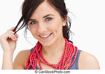 collier, perle, observé, bleu, femme souriante, rouges