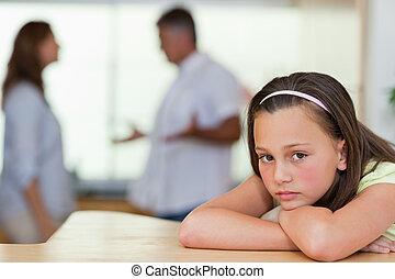 combat, elle, triste, girl, parents, derrière