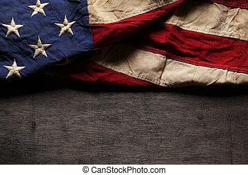commémoratif, vieux, drapeau, porté, jour, américain, 4ème juillet, ou