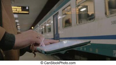 communication, métro, pc tablette
