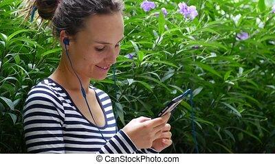 communique, écoute, jeune, musique, femme, internet., amis