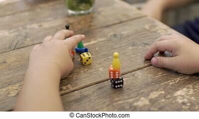 compteurs, jouer dés, enfant