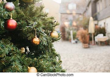 concept, city., or, formulaire, arbre, noël, holiday., rue, décorations, outdoors., balls., rouges, européen