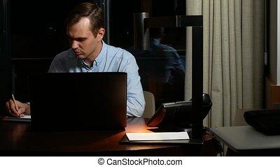 concept, gens fonctionnement, surmenage, -, business, date limite, ordinateur portable, night., homme