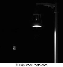 concept, solitude, scène, isolé, clair, extérieur, closeup, métaphore, espace, fenêtre, lit, poteau lampe, noir, solitaire, éclairé, vertical, parc, fond, copie, poteau, lumière, abandonné, nuit, lanterne