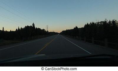 conduire, crépuscule, silhouettes.