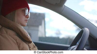 conduite, ville, confiant, femme, voiture, rue