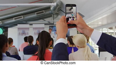 conférence, filmer, homme affaires, audience, smartphone